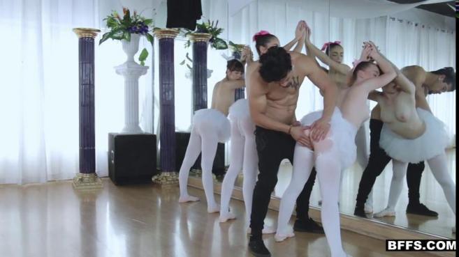 Балерины подставляют свои узкие дырочки, позволяя парню трахать себя