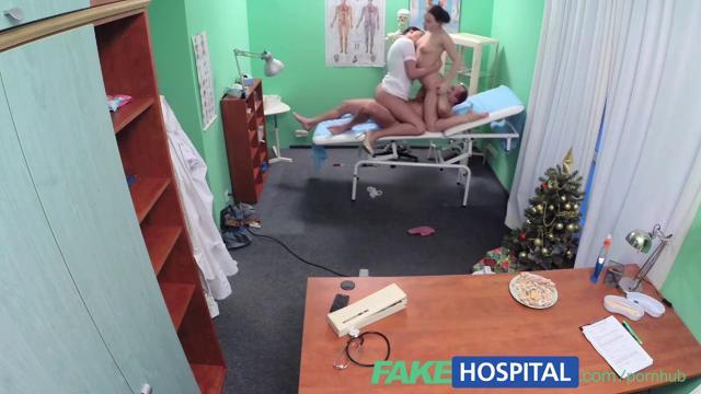 Груповуха в гинекологическом кабинете с двумя телками